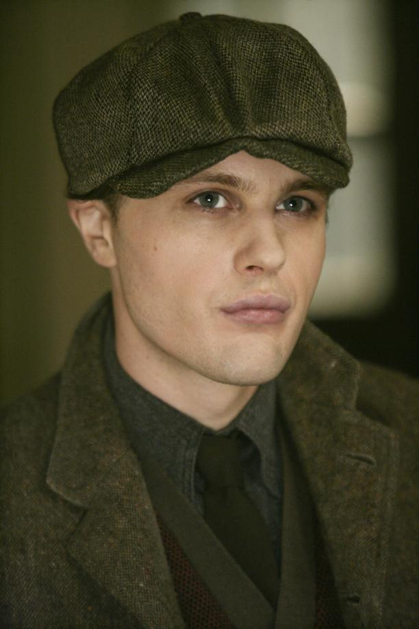 Michael Pitt as Jimmy Darmody. The dawn of the automotive age heralded new sartorial necessities like the driving cap.