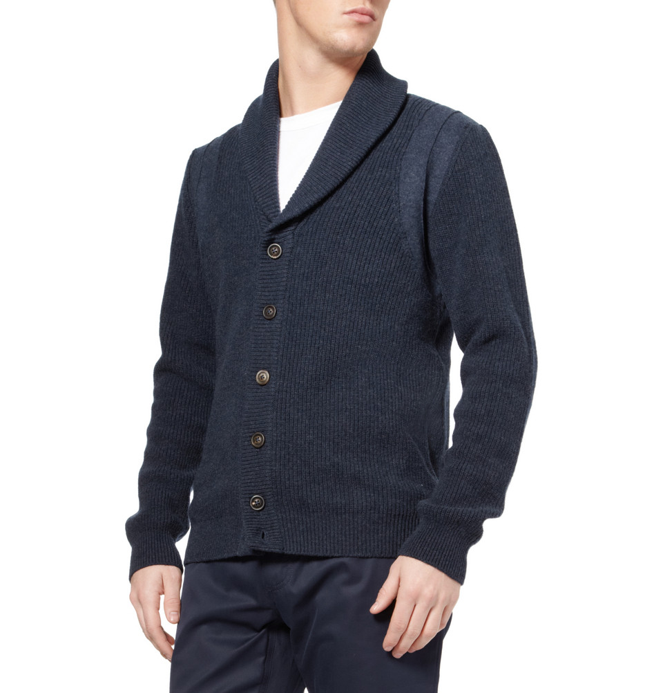 Abercrombie & Fitch cardigans provide a stylish second layer for on-trend outfitting. From the classic Shawl Cardigan to the Lightweight Cardigan, we have something for every season. Layer with our mens tees and henleys for a look that's casual and effortless or go for our mens shirts to take it up a notch.