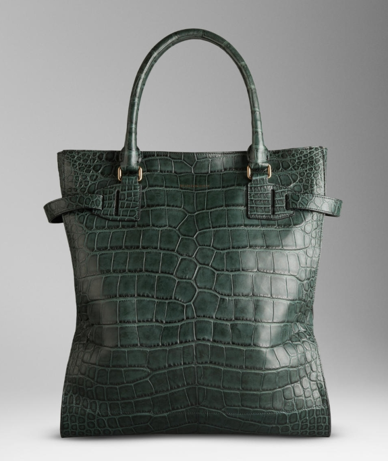 Alligator tote bag with side strap detail. Two round leather handles, front zip closure, one interior zipped pocket, two interior patch pockets. Burberry logo stamped at the front