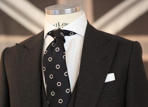 "The iconic classic look white pocket square with dark suit. Simple ""mad men"" rectangle fold."