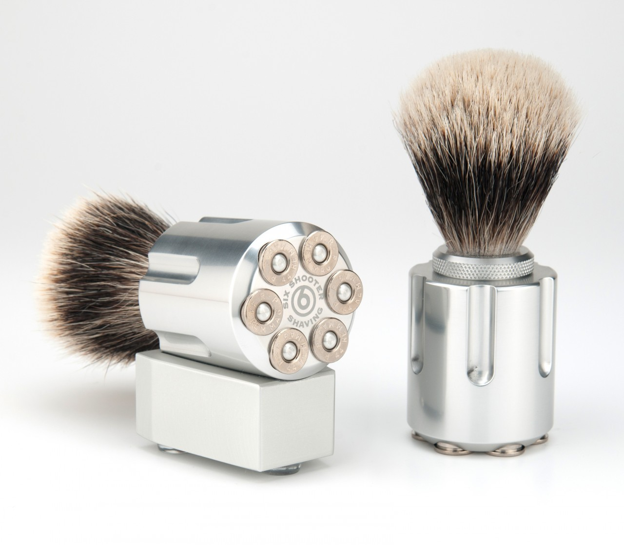 Stylish gadgets for: Shaving, Charging and Escaping Handcuffs | The Monsieur