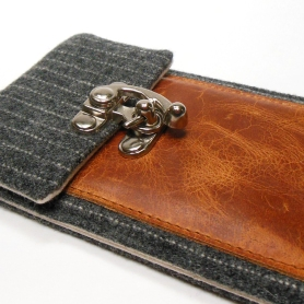 Moose + Pine Cool Smartphone Wallet 1
