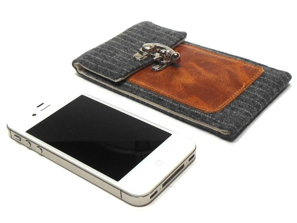 Moose + Pine Cool Smartphone Wallet 4
