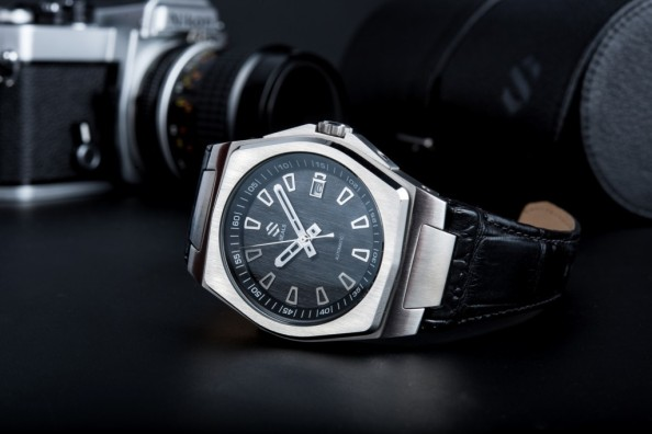 The Seals Watch Company model A comes with Italian calfskin leather strap with an Alsavel lining for comfort.