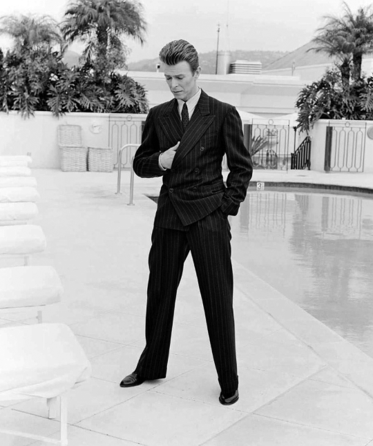 David Bowie, rocking a well cut double breasted suit in 1994, way before the rise of David Gandy and the return of the classic gent in the early 2000s.
