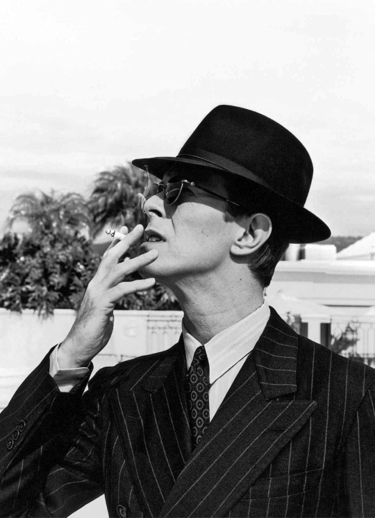Bowie pictured with cigarette in 1994 at the turn of the century when smoking was supposed to be uncool.